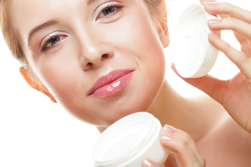 nie dotlenienie skóry powoduje zmniejszenie jej elastyczności i tym samym powstanie zmarszczek /123RF/PICSEL