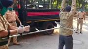 Nie dotykać! Szczypce do łapania nieposłusznych obywateli