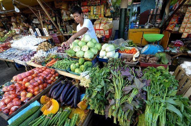 Nie jedzmy produktów pochodzących zza granicy, mamy polskie ogórki, pomidory i inne warzywa... /AFP