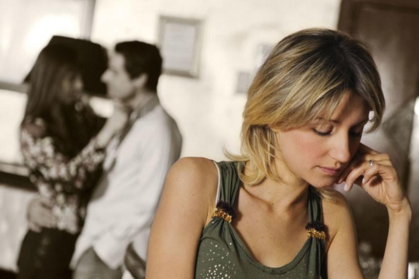 Nie jest łatwo być singlem w świecie zaprojektowanym dla par /© Panthermedia