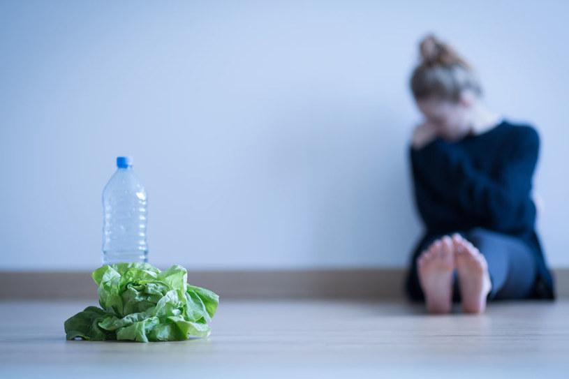 Nie jest łatwo rozpocząć terapię, zwłaszcza, że specjalistów zajmujących się anoreksją jest jak na lekarstwo /123RF/PICSEL