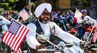 """""""Nie jesteśmy Talibami!"""". Zalani falą nienawiści Sikhowie edukują Amerykę"""