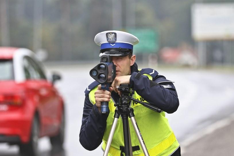Nie każde przekroczenie prędkości o 50 km/h w terenie zabudowanym będzie kończyło się zatrzymanie prawa jazdy /Piotr Jędzura /Reporter