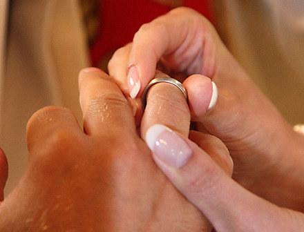 Nie każdemu spieszno do ślubu /AFP