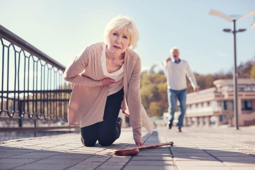 Nie każdy ból czy ucisk w klatce piersiowej oznacza zawał serca /123RF/PICSEL