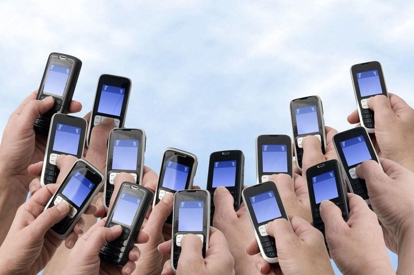 Nie każdy chce mieć smartfona /123RF/PICSEL