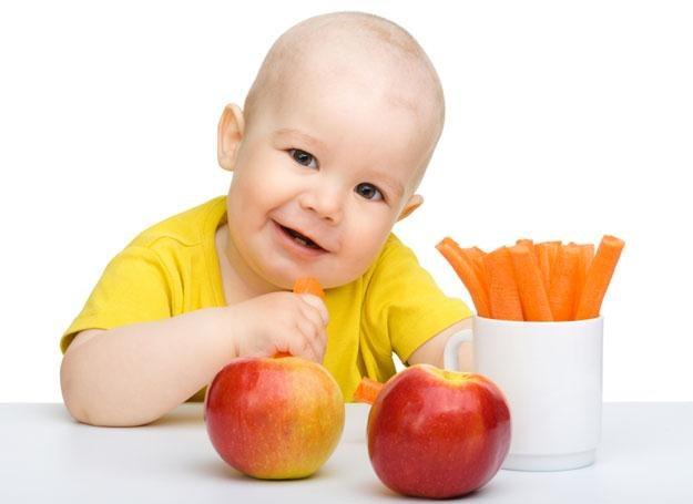 Nie każdy maluch chętnie je owoce i warzywa podane w kawałkach /© Panthermedia