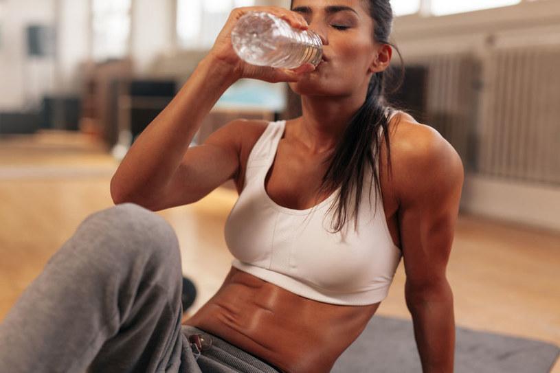 Nie każdy potrzebuje 8 szklanek wody dziennie /123RF/PICSEL