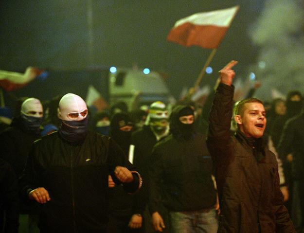 Nie każdy przypadek zakrycia twarzy stanowi czyn potencjalnie niebezpieczny? /AFP