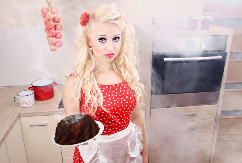 Nie każdy rodzi się za smykałką do gotowania, ale praktyka czyni mistrza /123RF/PICSEL