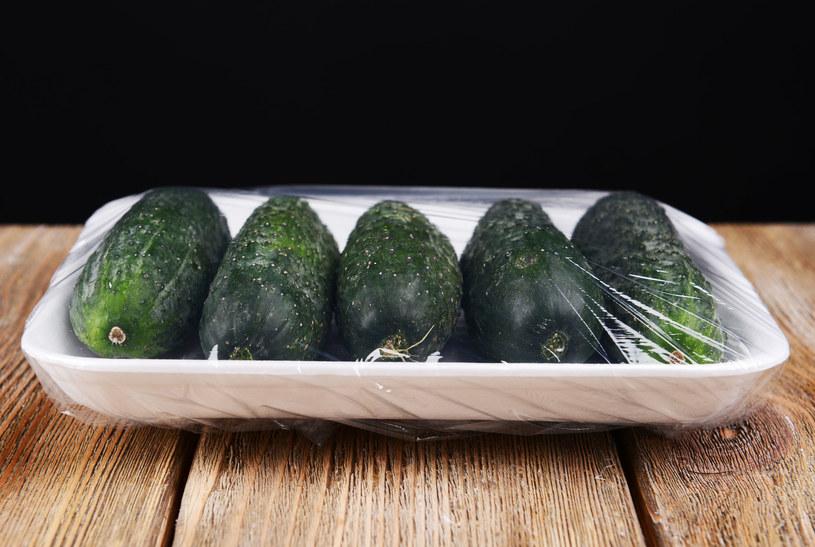 Nie kupuj pakowanych warzyw i owoców /123RF/PICSEL