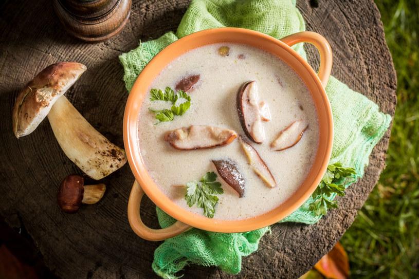Nie ma chyba bardziej jesiennej zupy niż grzybowa /123RF/PICSEL
