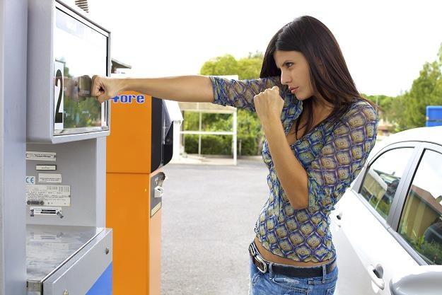 Nie ma dododatkowego PIT za pełny bak firmowego auta /©123RF/PICSEL