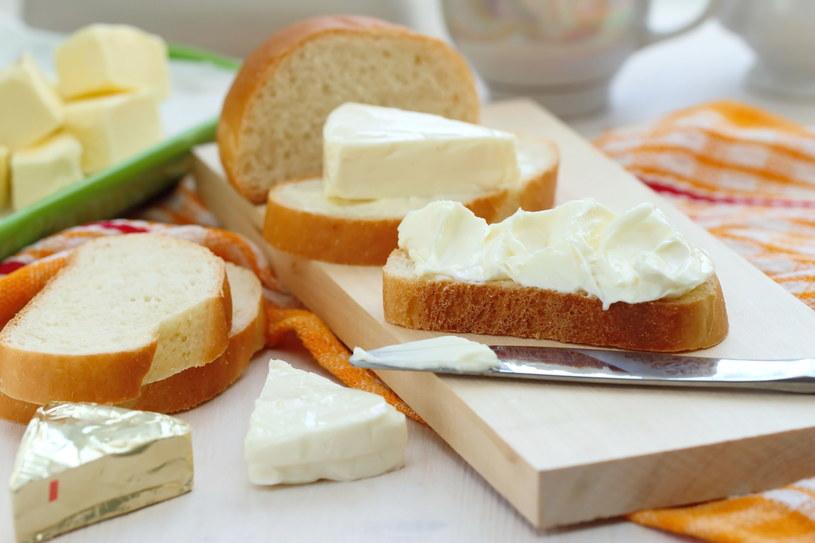Nie ma żadnego dietetycznego powodu, aby dodawać do serków cukier /123RF/PICSEL