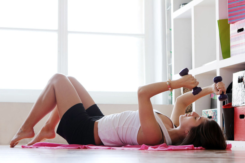 Nie masz czasu na treningi? To opcja dla ciebie. Wystarczy, że będziesz systematyczna! /123RF/PICSEL