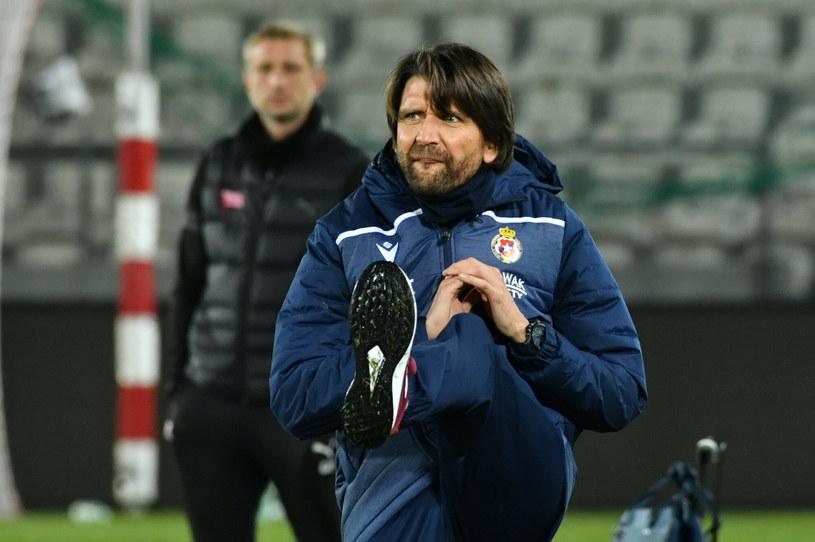 Nie milkną zachwyty nad pracą trenera Petera Hyballi w Wiśle Kraków /Artur Barbarowski /East News