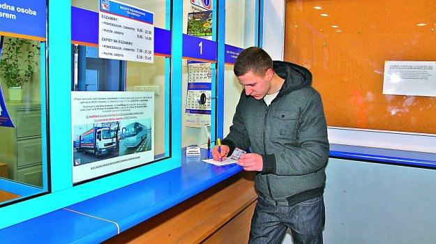Nie można podejść do egzaminu na prawo jazdy kategorii B przed ukończeniem 18 lat. /Motor