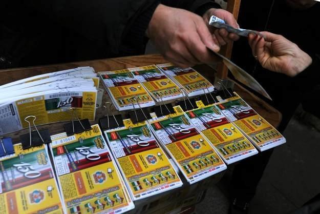 Nie można wygrać w loterii, w której nie brało się udziału /AFP