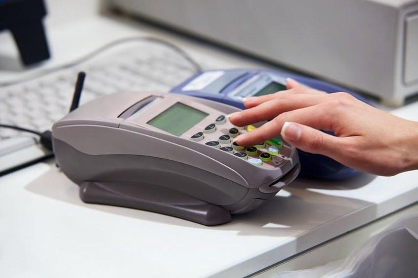Nie można wypłacić pieniędzy z bankomatu /123RF/PICSEL