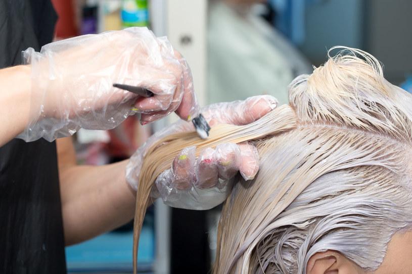 Nie musisz farbować włosów, by pozbyć się uporczywego odrostu /123RF/PICSEL