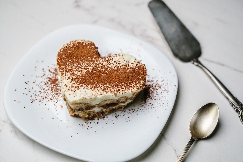 Nie musisz mieć piekarnika, by przygotować w domu ciasta jak z cukierni! /materiały prasowe