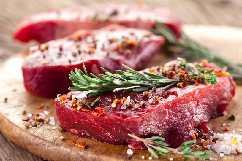 Nie musisz rezygnować z ulubionych steków. Sprawdź, jak często możesz je jeść /123RF/PICSEL