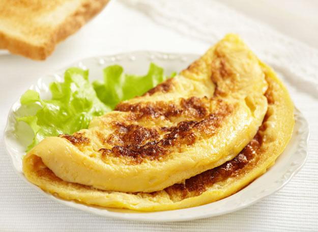 Nie musisz smażyć omletu z obu stron /Picsel /123RF/PICSEL