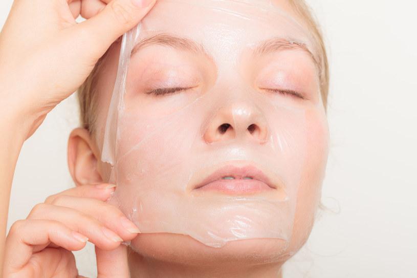 Nie musisz wydawać pieniędzy na drogie maseczki u kosmetyczki. Podobny efekt możesz uzyskać przygotowując je w domu /123RF/PICSEL