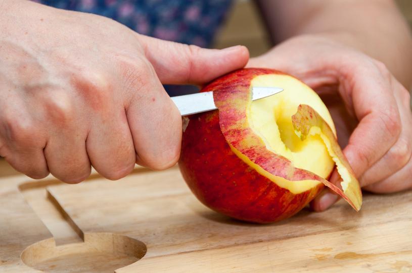 Nie obieraj! Zjedz jabłko razem ze skórką /123RF/PICSEL
