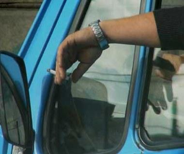Nie palić w służbowych autach