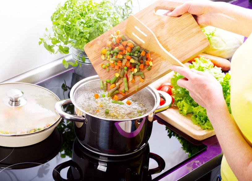 Nie panikuj, jeśli zupa wyszła za rzadka. Nie dodawaj do niej mąki! /123RF/PICSEL