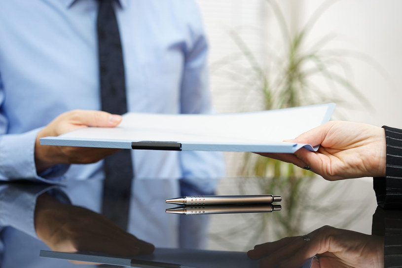 Nie podpisuj umowy bez jej przeczytania i dobrego zrozumienia /123RF/PICSEL