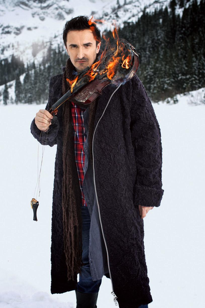 Nie potrafi żyć bez Podhala. Na skitorowych nartach rusza samotnie w góry, gdy kotłują się w nim emocje. /Marek Kowalski/Stormann Webber /Twój Styl