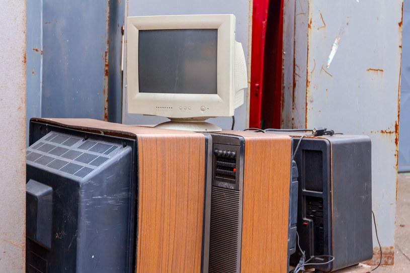 Nie pozbywajmy się starych desktopów i monitorów CRT - nadal mogą się do czegoś przydać /123RF/PICSEL