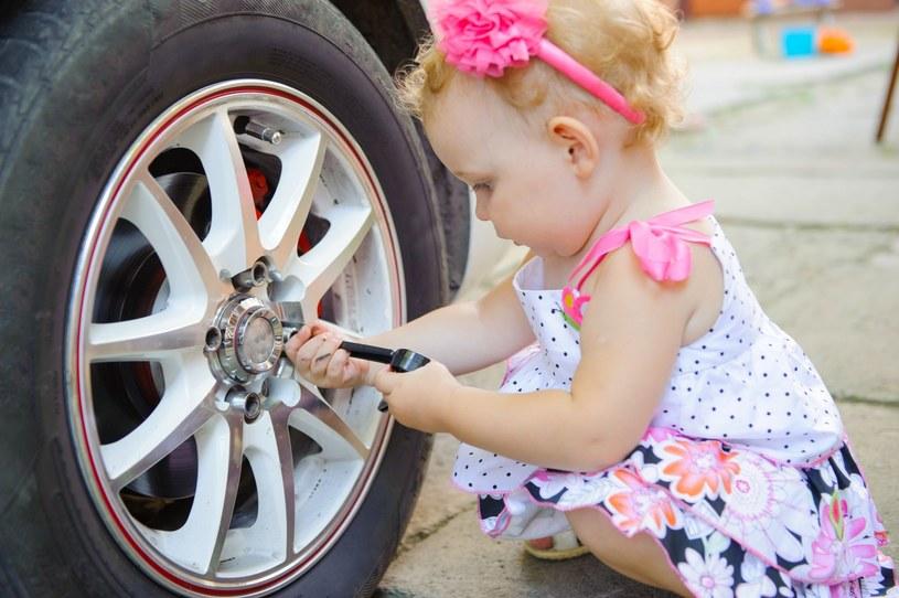 Nie pozwól dziecku nudzić się w trakcie podróży /123RF/PICSEL