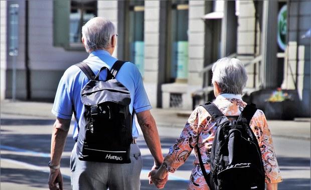Nie pozwól naciągnąć seniora. UOKiK apeluje do hoteli, uzdrowisk i domów weselnych