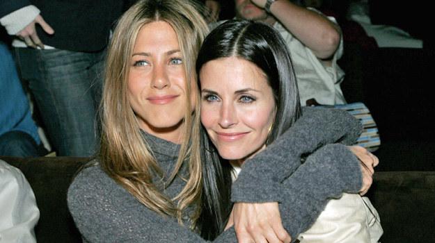 (Nie)przyjaciółki Jen i Courteney lubiły się od początku serialu. Zawsze się wspierały. — Jesteśmy jak siostry — zapewniała Aniston. Czy naprawdę narzeczonemu aktorki udało się zniszczyć taką więź? Czas udzieli odpowiedzi na to pytanie. /Alberto E. Rodriguez /Getty Images