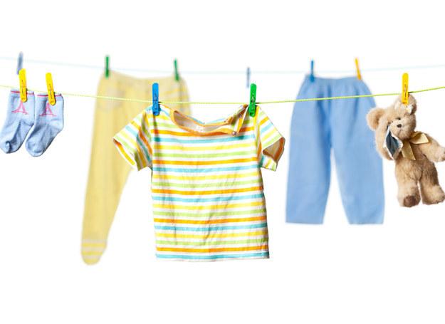 Nie rezygnuj z proszków do prania i płynów do płukania. Wybieraj te, przeznaczone dla niemowląt /123RF/PICSEL