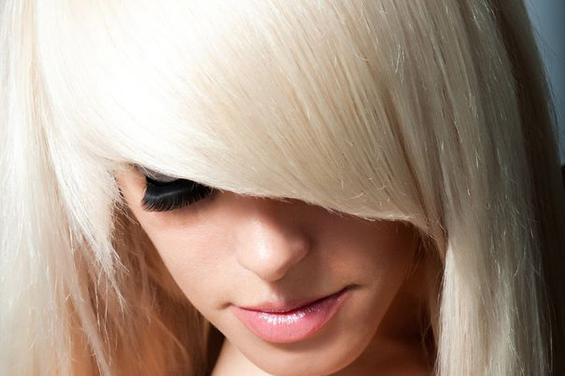 Nie rozjaśniaj włosów sama w domu. Pozostaw to profesjonalistom /123RF/PICSEL