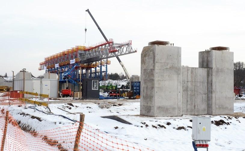 Nie skończono jeszcze budowy pierwszej obwodnicy Warszawy, a planuje się już kolejną /Jan Bielecki /East News