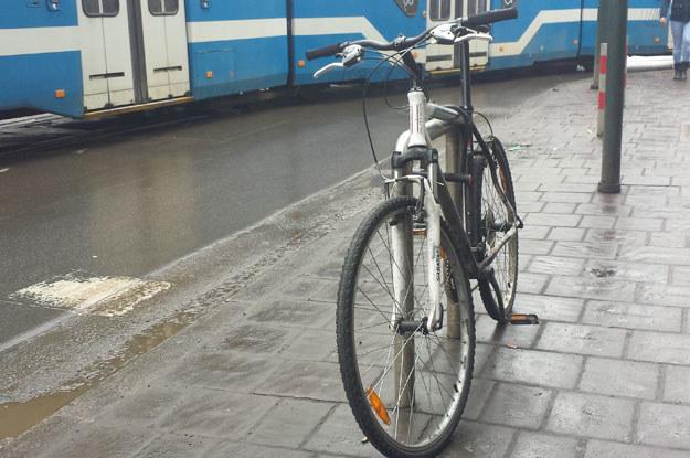 Nie. To również nie jest stojak rowerowy /poboczem.pl