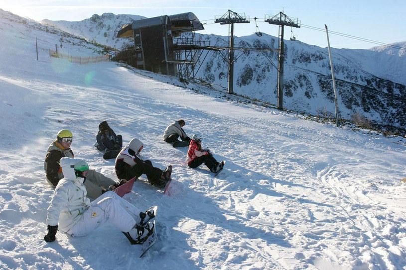 Nie trzeba się trudzić, by dotrzeć na szczyt popularnego Chopoka. Prowadzi tu wyciąg krzesełkowy. Widok stąd na góry jest cudny /Andrzej Mitura /East News