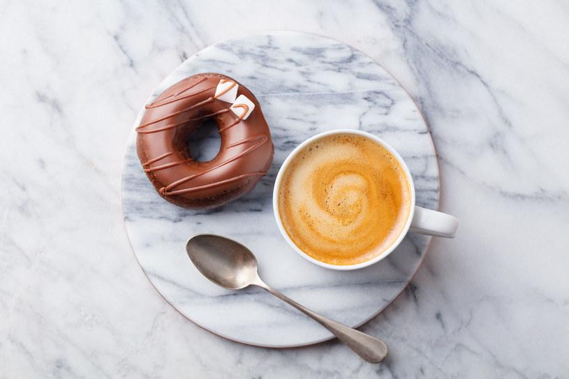 Nie tylko kofeina może utrudniać zasypianie /123RF/PICSEL