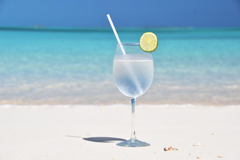 Nie tylko koneserzy wyczuwają różnicę w smaku wody mineralnej /123RF/PICSEL