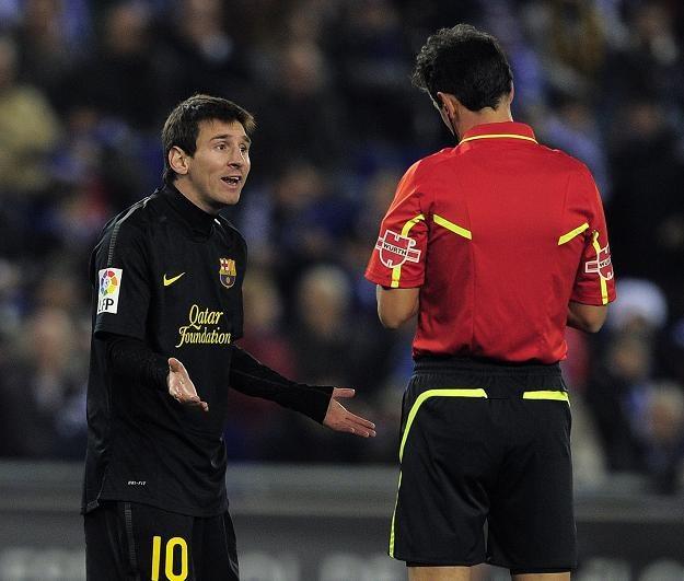 Nie tylko Leo Messi był zdziwiony niektórymi decyzjami arbitra Turienzo Alvareza. /AFP