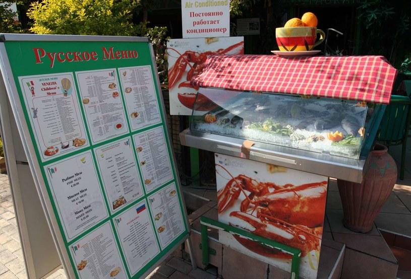 Nie tylko Rosjanie wpadli na taki pomysł. Na Cyprze podawano menu w języku rosyjskim /AFP