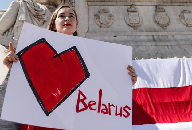 Nie tylko w Polsce, ale także w wielu innych państwach na świecie odbyły się wiece poparcia dla walki o wolną Białoruś /TIAGO PETINGA /PAP/EPA