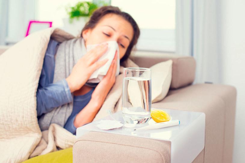 Nie udawaj, że nie jesteś chora, bo możesz sobie zaszkodzić! /123RF/PICSEL