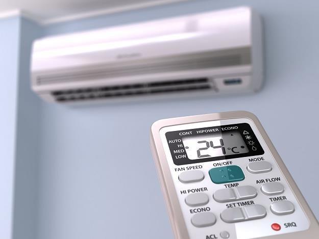 Nie umieszczaj klimatyzatorów w nasłonecznionych miejscach /©123RF/PICSEL