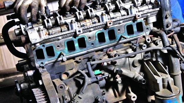 Nie wierzmy handlarzom: na złomie nie znajdziemy silników z przebiegiem 60 000 km. /Motor